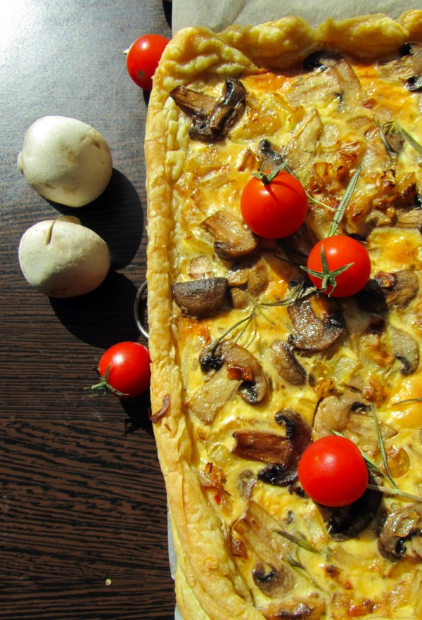 tarta cu ciuperci , oregano si ceapa caramelizata