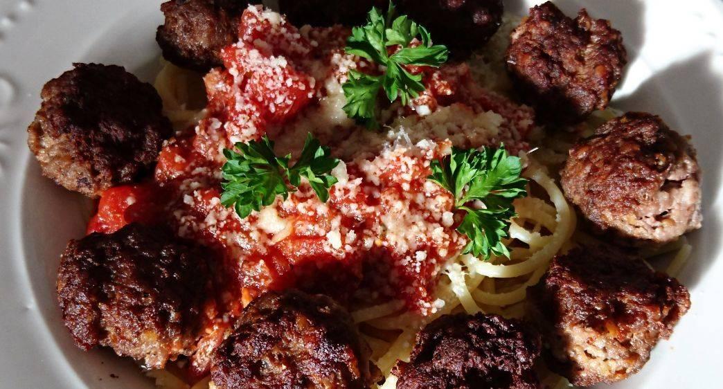 spaghete cu chiftelute